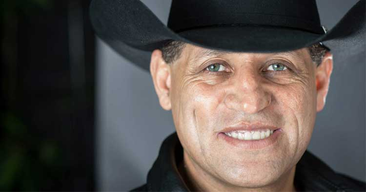 Biografía de Pancho Barraza: un hombre que con la música logró vencer las adversidades