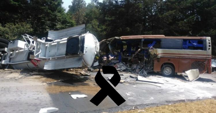 """Pipa de gasolina impacta autobús de Marco Antonio Solís """"El Buki"""
