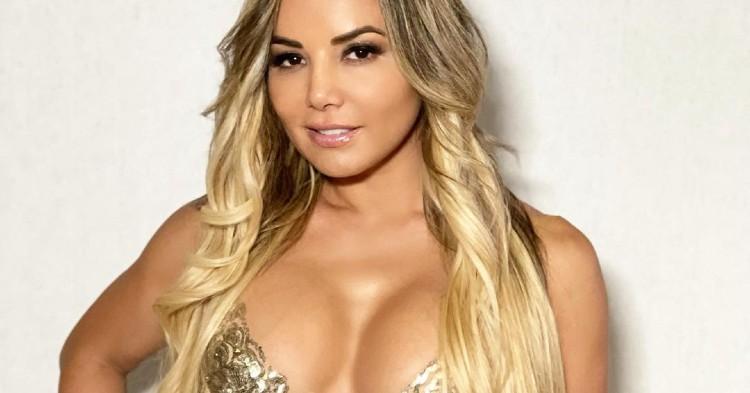 Aleida Nuñez alborota las redes luciendo un sexy vestido dorado